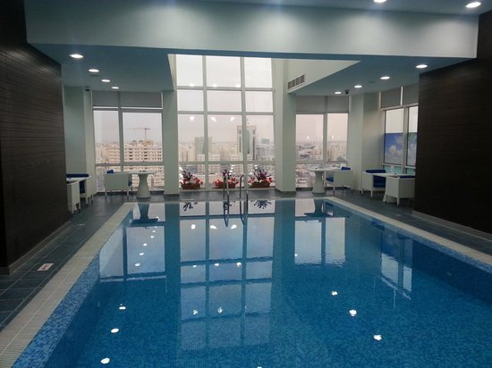 Ramada Encore Doha: Swimming Pool