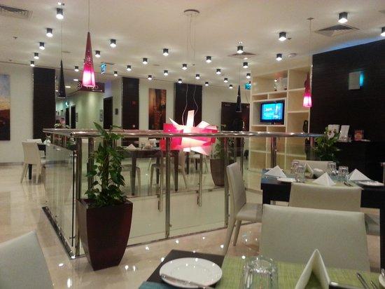 Ramada Encore Doha: Restaurant