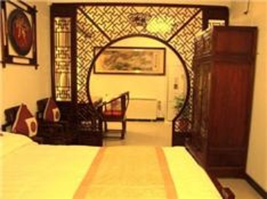 Courtyard View Hotel (Emperors Guards Station HouHai): luxury room