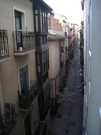 Hotel Marques de Vallejo: Callejón al que da la habitación (ruidoso)