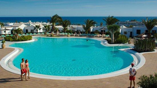 Costa Sal Villas and Suites: Main pool area