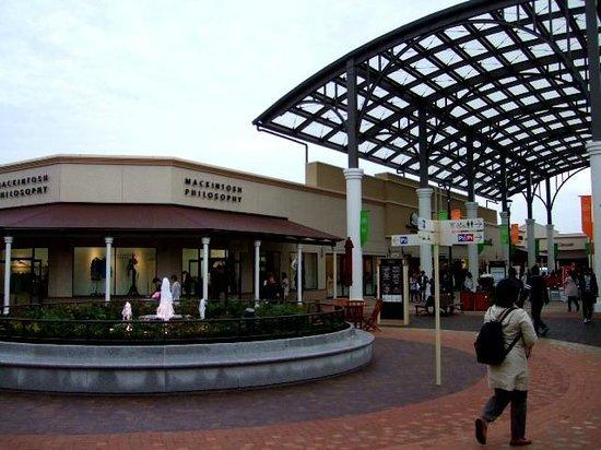 酒酒井奥特莱斯购物城