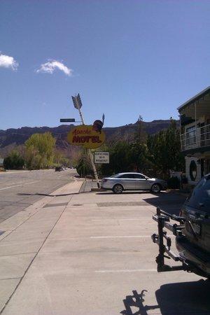 Apache Motel: Street view