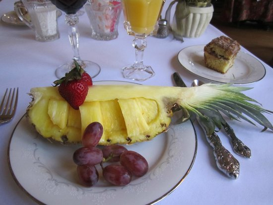 Landmark Inn: Robin's Famous Breakfast; The appetizers