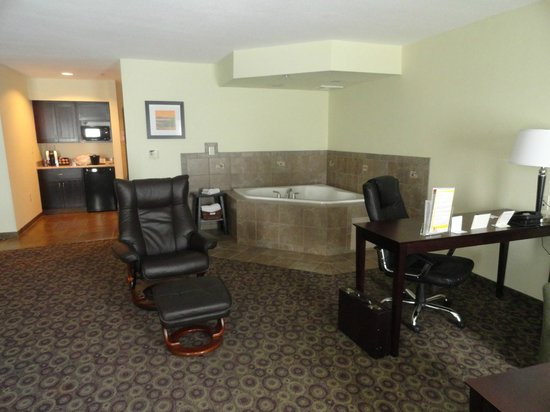 La Quinta Inn & Suites Las Vegas Airport South: a very large and comforable room