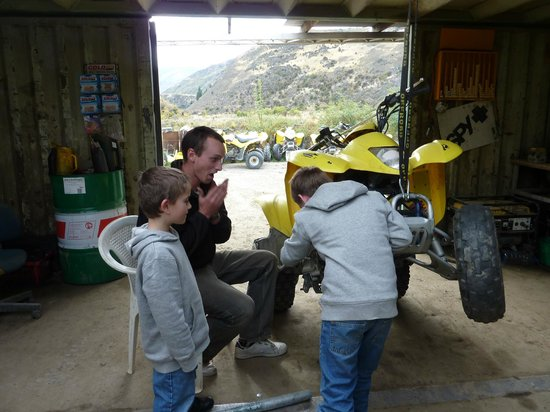 Off Road Adventures: helping the mechanic