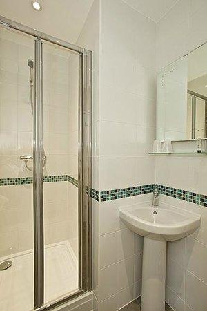 Alvia Hotel: bathroom, room 8