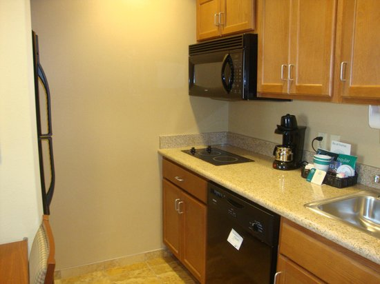 Homewood Suites by Hilton Champaign-Urbana: Kitchen Area