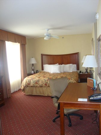 Homewood Suites by Hilton Champaign-Urbana: Comfy King Bed