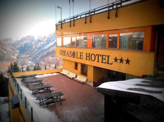 Hotel Villaggio Girasole: view from center of slopes