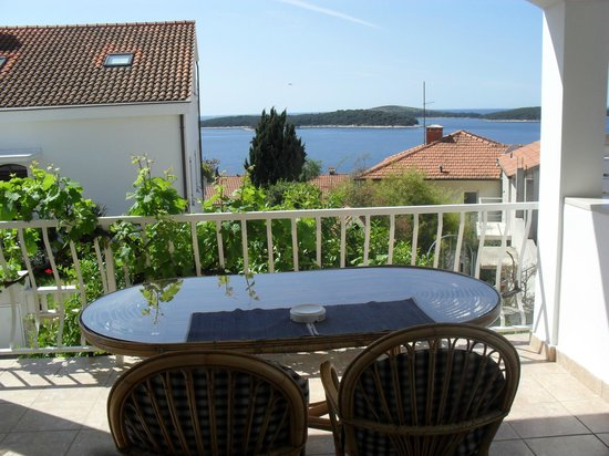 Apartmani Viskovic Marinka : balcony and view