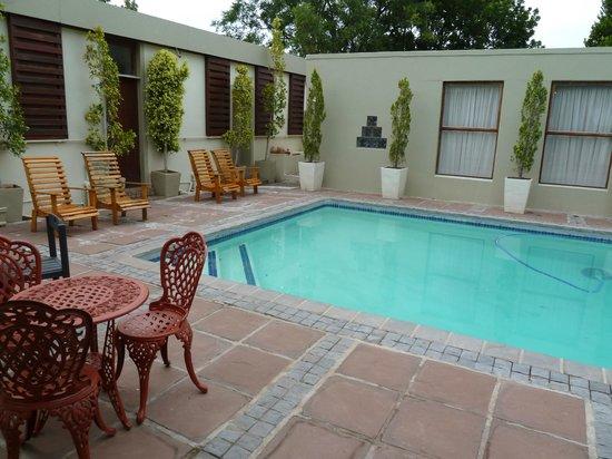 Aanhuizen Guest House: pool