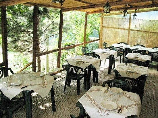 """Agriturismo Tenuta di Montespino: in estate il posto """"piu' fresco """" è la veranda"""