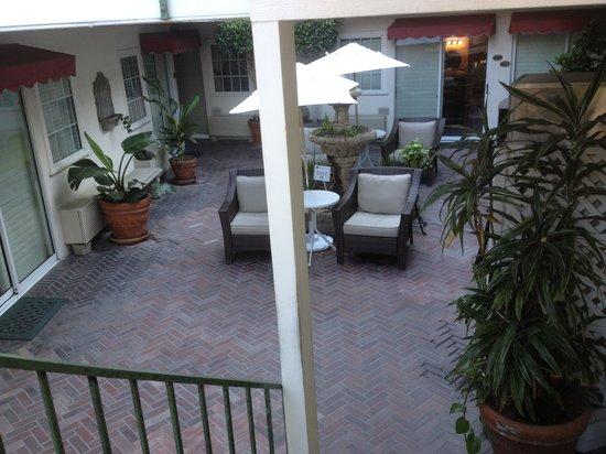 Portofino Hotel: Courtyard