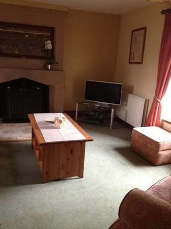 Haddon Grove Farm Cottages: lounge