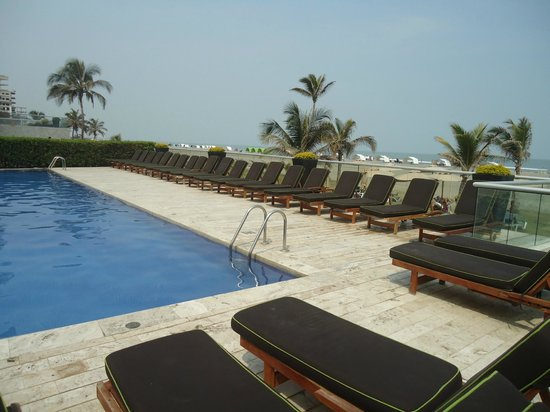 Holiday Inn Cartagena Morros: Lounge Chairs around the Pool....