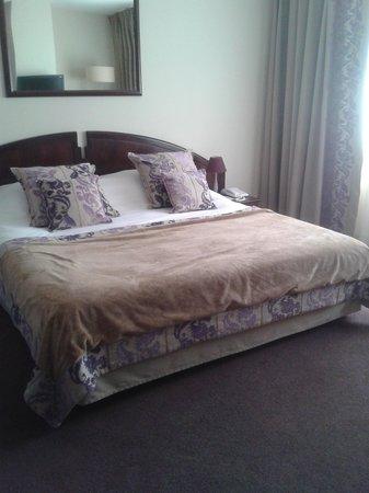 Forges Hotel : suite avec grand lit