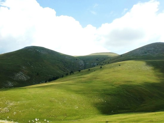 La Molina, España: prados verdes