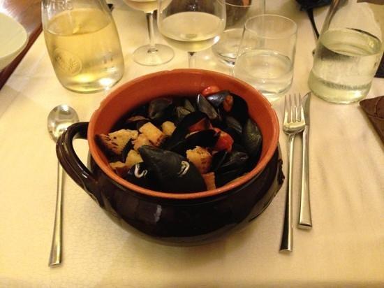 Cozze & Dintorni: pepata di cozze