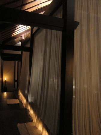 Four Seasons Resort The Nam Hai, Hoi An: They romantically light the room for your return