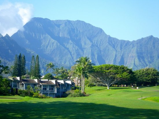 Westin Princeville Ocean Resort Villas: View across the golf course to the Westin Villas and the Na Pali mountains behind