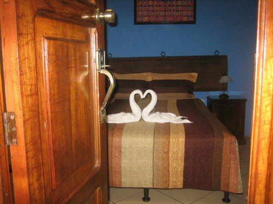 Posada Los Bucaros: gefaltete Handtücher