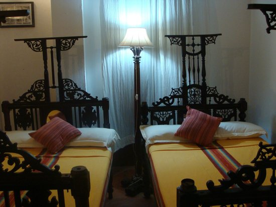 Les Hibiscus: Room
