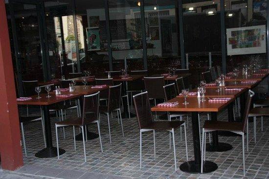 la terrasse abrit e picture of la table d 39 emile. Black Bedroom Furniture Sets. Home Design Ideas