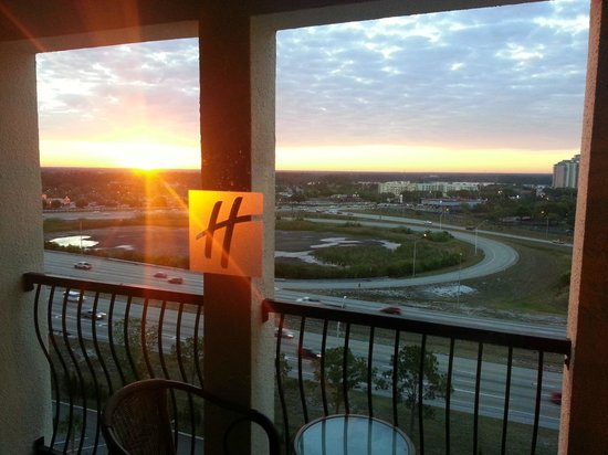 Holiday Inn Orlando – Disney Springs Area : View of the I4 from room 1403