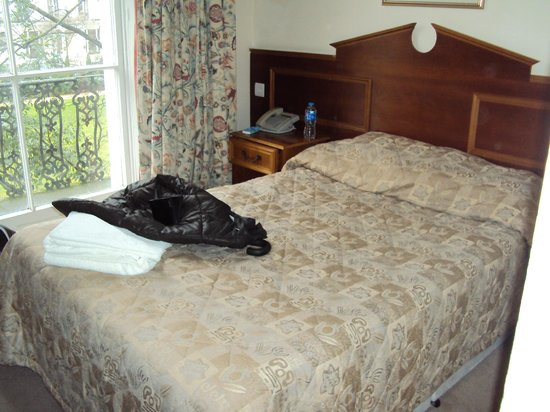 Pembridge Palace Hotel: letto alla francese
