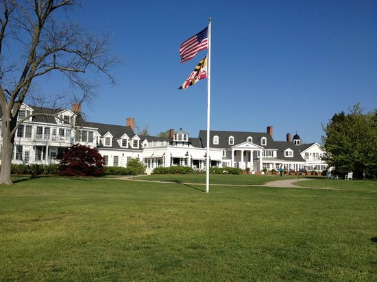 Inn at Perry Cabin by Belmond: View from the chairs on the lawn