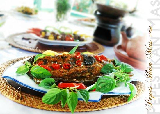 Rafflesia restaurant: Pepes ikan Rafflesia empuk sampai tulang, bumbunya meresap da enak sekali