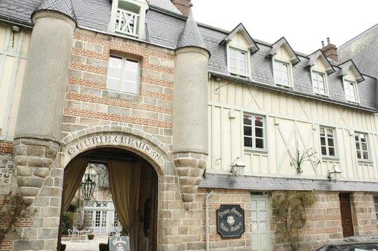 Relais Hotelier Douce France: Chambre Anna de Noailles (vu sur la chambre)
