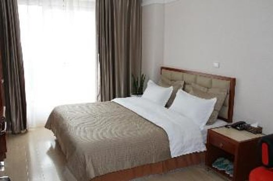 Yifan Apartment Hotel