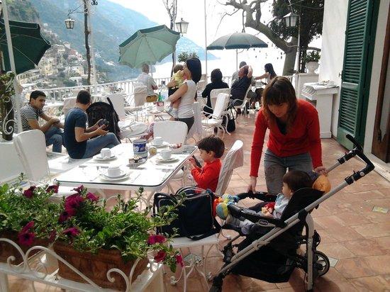Hotel Poseidon: Colazione in veranda