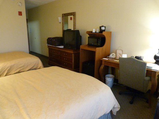 Country Inn & Suites by Radisson, Newark Airport, NJ : Convenient airport location
