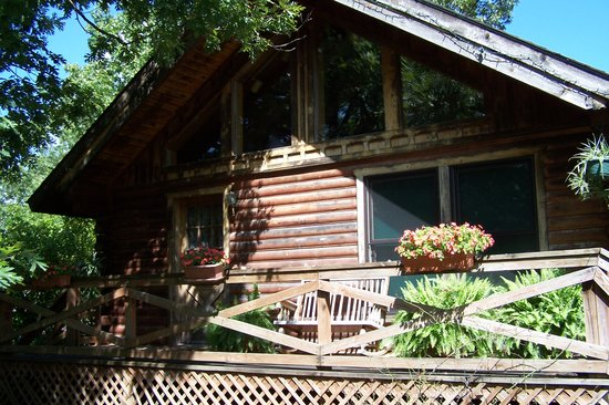 Bear Mountain Log Cabins: CABINS AND SUITES FOR 2 TO 12