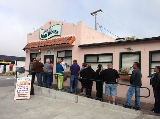 Monterey's Fish House : line out front