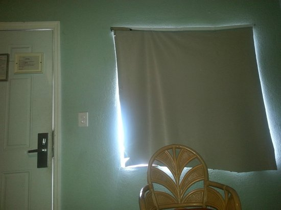 """Motel Blu: The """"curtains"""" were disgusting and torn"""