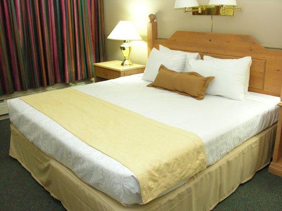 Days Inn Whitehorse: King Bed room