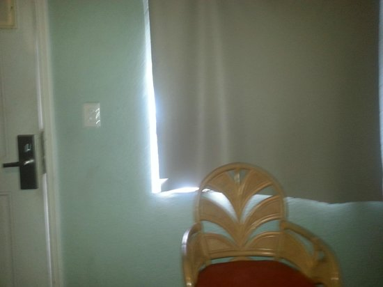 Motel Blu: The disgusting curtains