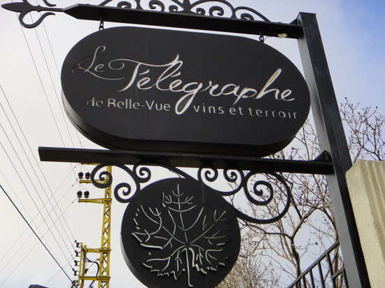 Le Telegraphe de Belle-Vue: Look for this sign for GREAT food and wine!