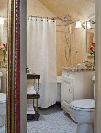 Albemarle Inn: Shangri La Bath