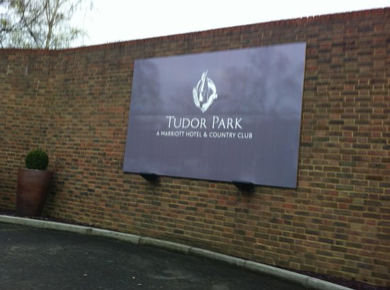 Tudor Park Marriott Hotel & Country Club: Country Club !!!