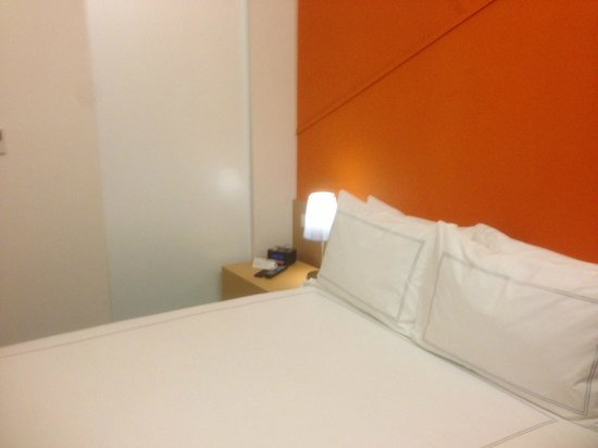 Days Hotel Singapore At Zhongshan Park: Bed