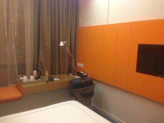 Days Hotel Singapore At Zhongshan Park: Table