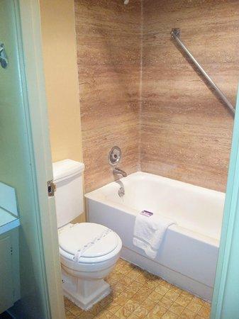 The Marigold Hotel - Downtown Pendleton: Bathroom