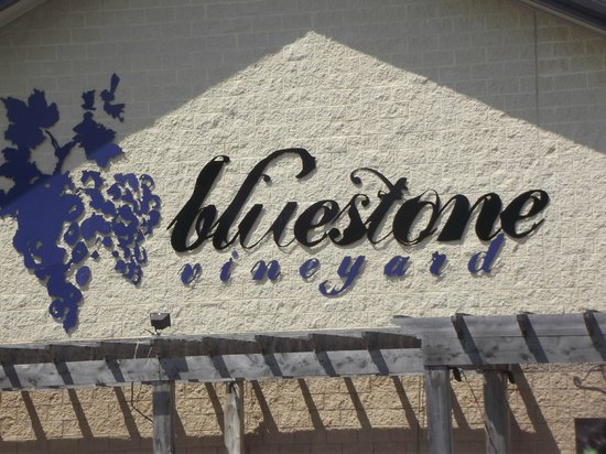 Bluestone Vineyard : Front of the vineyard when you first come in
