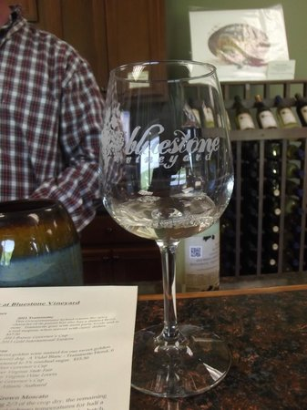 Bluestone Vineyard : tasting glass