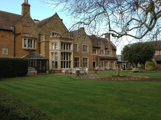 Highgate House Hotel: Beautiful grounds to enjoy a walk or play lawn games.